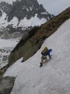 Scary descend 1: Snow field on the side of slopes