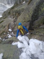 Scary Descend 2: Snowy chunks on passage