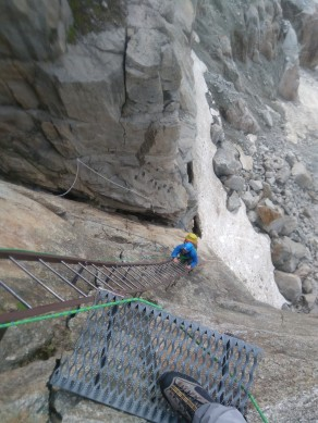 Scary descends 3: 200m of vertical ladders in outrageous positions